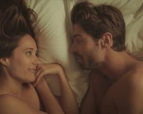 Julie De Bona, Kim Higelin naked - Plan B s01e01-04 (2021) TV series