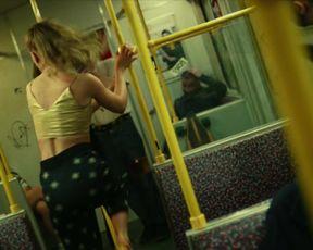 Jeanne Goursaud, Soma Pysall sexy - Para - Wir sind King s01e04 (2021) TV episode