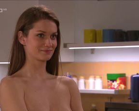 Veronika Mackova naked - Ulice e4023 (2021) TV episode