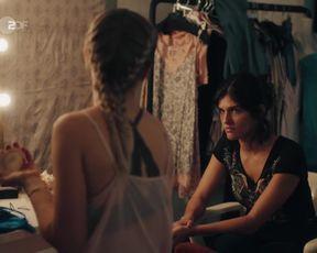 Farina Flebbe naked - Letzte Spur Berlin s10 e07 (2021) TV series