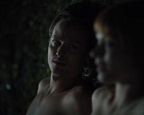 Mavie Horbiger nude - Ich und die Anderen s01e01 (2021) nackte schauspielerin in einer topless sexy szene