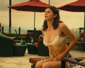 Alexandra Daddario, Sydney Sweeney, Brittany O'Grady naked – The White Lotus s01e01 (2021)