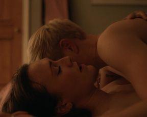 Mae Martin, Charlotte Ritchie hot - Feel Good s02e02-06 (2021) sex scene