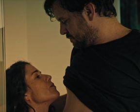 Anne Schafer - Die Toten von Marnow s01e03-04 (2021) celeb sexy scene