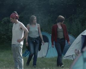 Lizzie Brochere, Maylis Dumon - Les rivieres pourpres s03e06 (2021) celeb topless scene from the movie