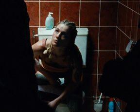 Tamar van Waning naked - Paradise drifters (2020)