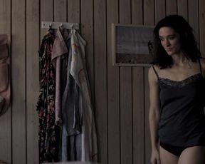 Friederike Becht - Plotzlich so still (2020) topless and lactation scene