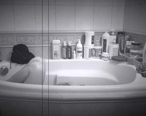 Jagoda Rall naked - Cztery pokoje - na opak wywrocone (2020)