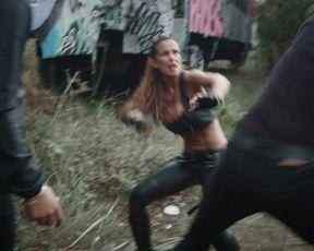 Romina Di Lella sexy - Pistolera (2020)