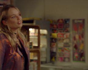 Iris Mareike Steen, Larissa Sophie Romer – Gute Zeiten, schlechte Zeiten e7147 (2020) celebrity sexy scene