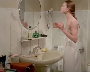 Hot scene Carole Bouquet, Angela Molina Nude - That Obscure Object of Desire (1977)