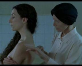 Hot scene Fanny Valette, Elsa Zylberstein Nude - La Petite Jerusalem (2005)