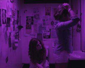 Rose Leslie, Gina Rodriguez - Sticky Notes (2016)