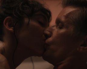 TV show scene Ella Purnell nude - Sweetbitter s02e01-02 (2019)