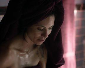 Celebrity Lesbian Video - Mishel Prada, Maria-Elena Laas nude - Vida s02e02 (2019)