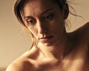 Anna Oussankina nude - Sommerloch (2016)