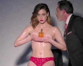 Paula Hidalgo nude - Cosima (2017)