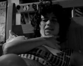 Solo girl scene - A Febre do Rato