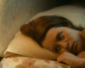 Solo Actress in the bed - White Heat