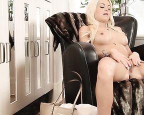 Solo Girl Erotic Clip -  LOVE IT