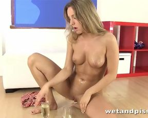 Wetandpissy Softcore peeing with pee liking stunner